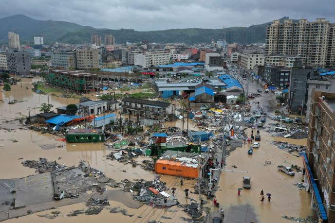 La ville de Dajing a beaucoup souffert du passage du typhon Lekima, le 10 août.