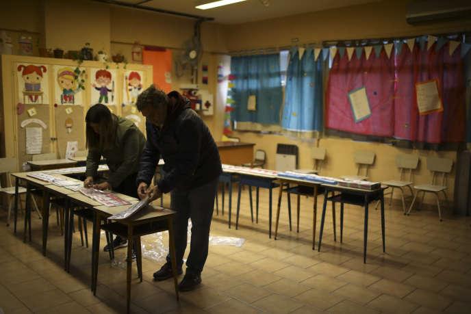 Dans un bureau de vote à Buenos Aires, en Argentine, dimanche 11 août.