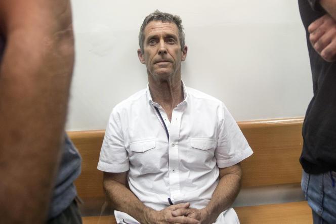 Beny Steinmetz comparaît devant le tribunal israélien Rishon Lezion, près de Tel-Aviv, dans le cadre d'une enquête internationale sur le blanchiment d'argent, le 14 août 2017.