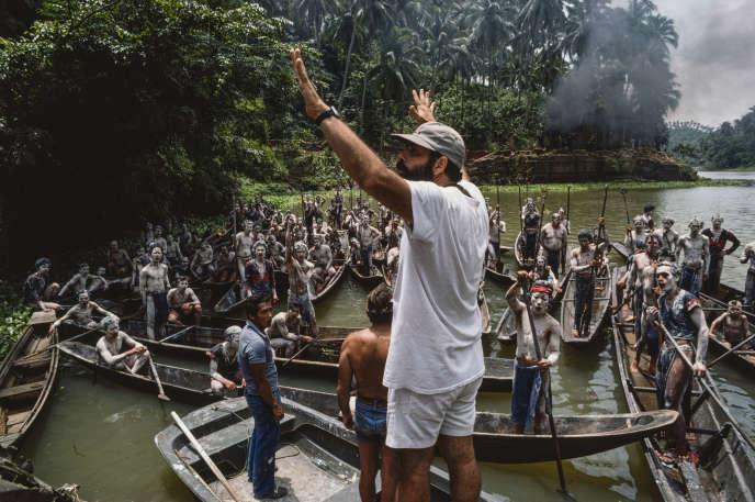 «Peut-être est-il possible de regarder ce que font les autres pays et par exemple, pourquoi pas, du côté de The Film Foundation de Martin Scorsese ?» (Francis Ford Coppola dirige une scène d'«Apocalypse Now Final Cut», dernière version de son film culte), légèrement modifié et restauré pour l'occasion.