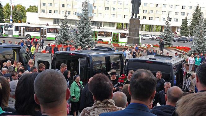 A Sarov, à quelque 400 kilomètres de Moscou, se sont tenues, lundi 12 août, les obsèques des cinq ingénieurs morts au cours de l'accident.