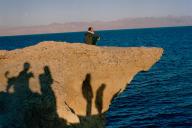 Un touriste israélien, venu de Jérusalem, sur les bords de la mer Rouge, à Ras Hasatan, en Egypte, en avril.