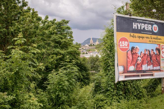 Panneau publicitaire à l'entrée de la ville de Mende.