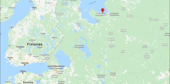 La base où s'est produit l'accident, ouverte en1954 et spécialisée dans les essais de missiles de la flotte russe, notamment des missiles balistiques, est située en mer, près du village de Nionoska, dans le Grand Nord.