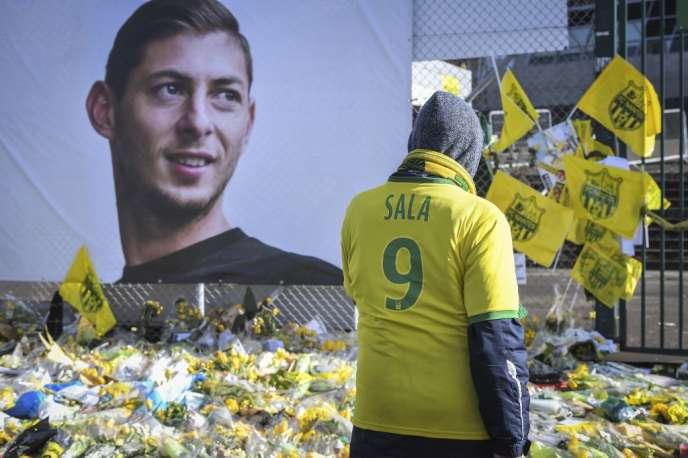 Des supporteurs rendent hommage à Emiliano Sala le 10 février 2019, à Nantes.