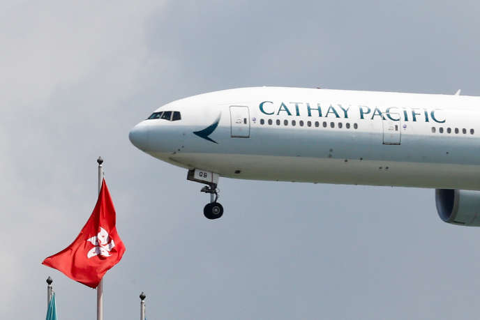 Un avion de la compagnie Cathay Pacific à l'aéroport international de Hongkong, le 14 août 2019.