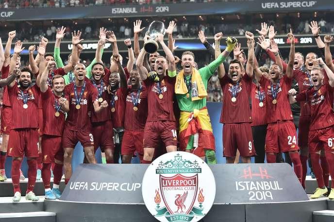 Quatrième Supercoupe d'Europe pour Liverpool, devancé au palmarès par le FC Barcelone et l'AC Milan, vainqueurs à cinq reprises. Istanbul, le 14 août.