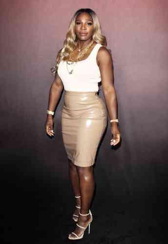 Qu'a fait Serena Williams cette année ? Elle a réintégré le top10, atteint la finale de Wimbledon et dénoncé les réflexes machistes dans le sport de haut niveau. Mais la sportive la mieux rémunérée au monde a surtout remplacé sa combinaison intégrale Nike par une jupe en vinyle Burberry à820dollars. Jolie ? On attend avec impatience l'avis deBernard Giudicelli.