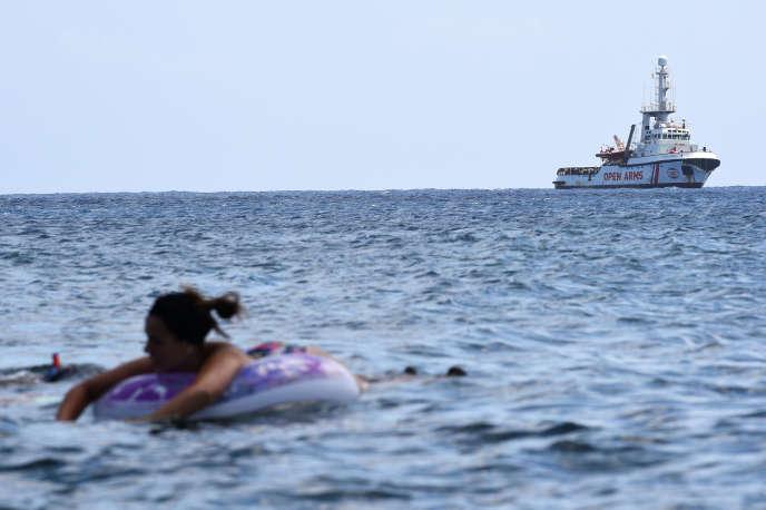 L'«Open Arms» a jeté l'ancre au large de Lampedusa, en Italie.