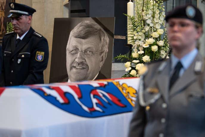 A Kassel (Hesse), le 13 juin, lors des funérailles de Walter Lübcke, préfet de l'arrondissement, tué d'une balle dans la tête par un néonazi.