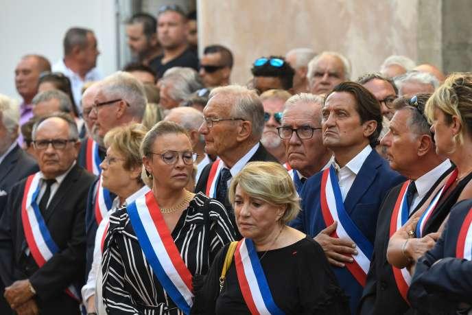 Sophie Joissains, sénatrice, et Maryse Joissains-Masini, maire d'Aix-en-Provence, auxobsèques de Jean-Mathieu Michel, à Signes (Var), le 9 août.