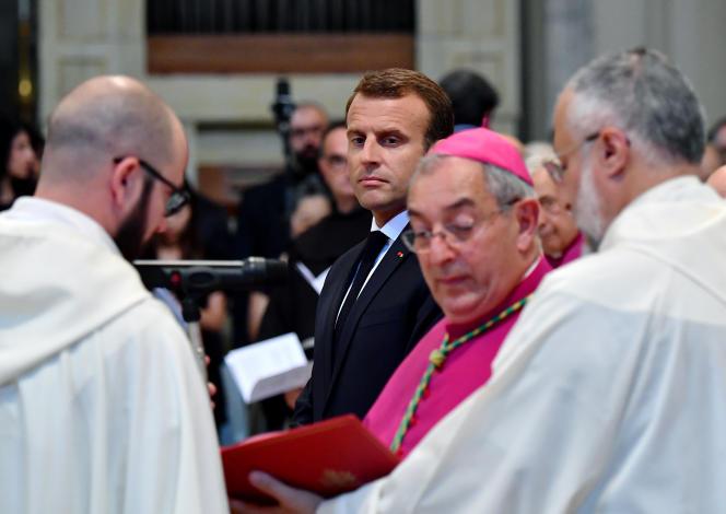 Emmanuel Macron lors d'une visite à la basilique Saint-Jean-de-Latran pour y rencontrer le pape François, à Rome, en juin 2018.