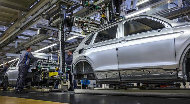 Site Volkswagen à Wolfsbourg, en Allemagne, le 1er mars. Le secteur automobile a été pénalisée en 2018 par les nouvelles normes antipollution et également souffre du ralentissement économique de la Chine, son plus gros marché.