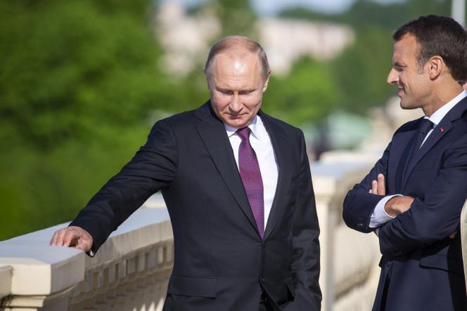 Vladimir Poutine et Emmanuel Macron, à Saint-Pétersbourg, en mai 2018.
