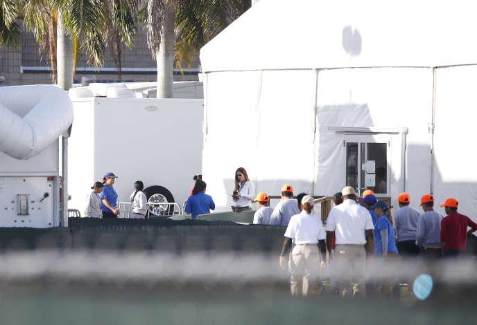 Des enfants mineurs séprarés de leurs familles dans un centre de détention à Homestead, en Floride, le 28 juin.
