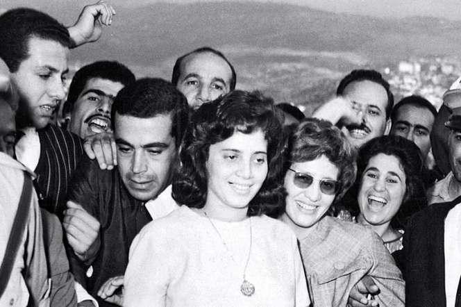 Djamila Bouhired (au centre, en blanc) en 1962.