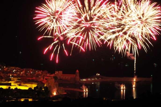 Feu d'artifice à Collioure le 16 août 2018, pendant les Fêtes de Saint-Vincent de Collioure, qui se tiennent chaque année, du 14 au 18 août.