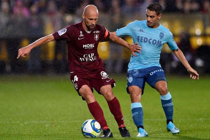 Le Messin Renaud Cohade évite le Monégasque Wissam Ben Yedder, samedi à Metz.