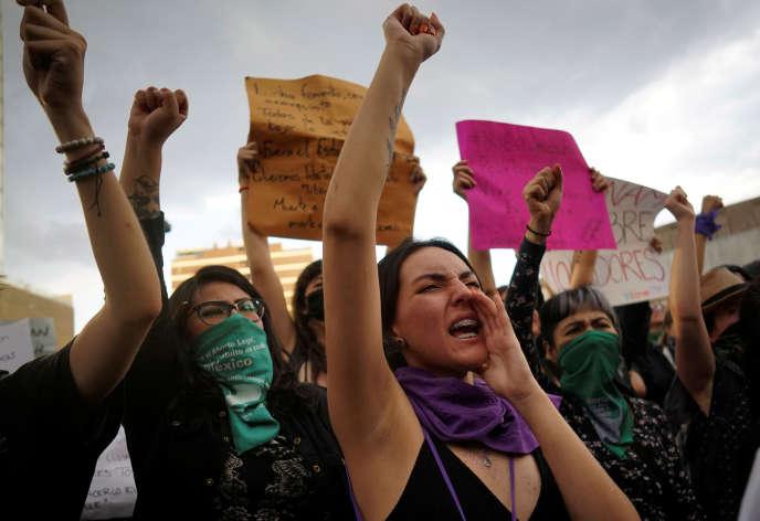 Les femmes ont pris part à une série de manifestations à Mexico, les 12 et 16août (photo), pour protester contre le viol présumé de deux adolescentes par des policiers.