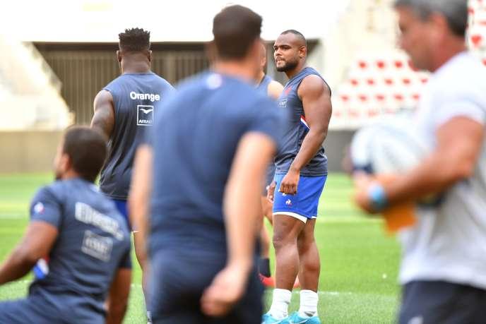 Rugby Comme à Nice mi-août contre l'Ecosse, Jefferson Poirot sera de nouveau capitaine vendredi soir contre l'Italie, Guilhem Guirado ayant été mis sur le banc.