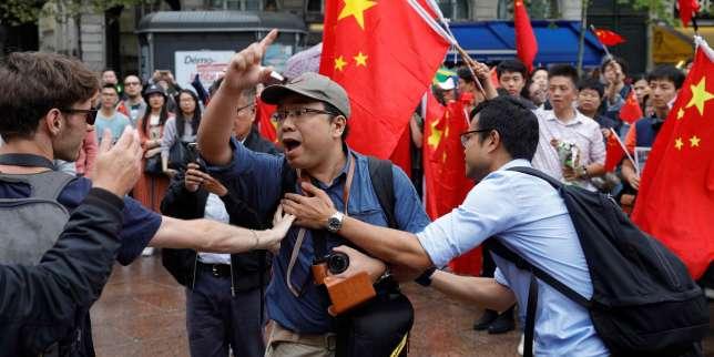 Hongkong: manifestants prodémocratie et pro-Chine face à face à l'étranger