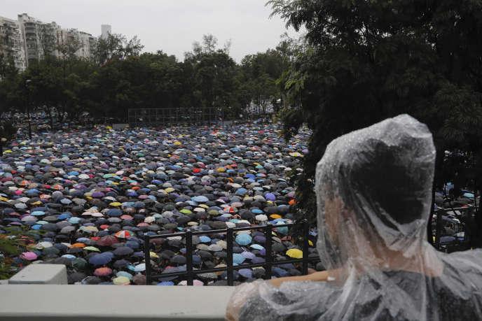 Les manifestants se rassemblent le dimanche 18 août dans un parc dans le centre de Hongkong afin de soutenir les demandes démocratiques faites aux autorités pro-chinoises du territoire.