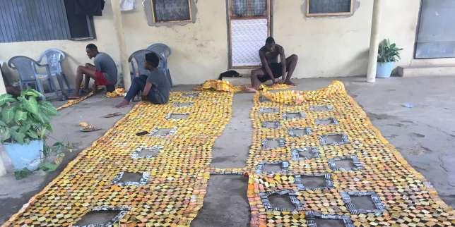 Au Ghana, Serge Attukwei Clottey transforme des bidons en ?uvres d?art