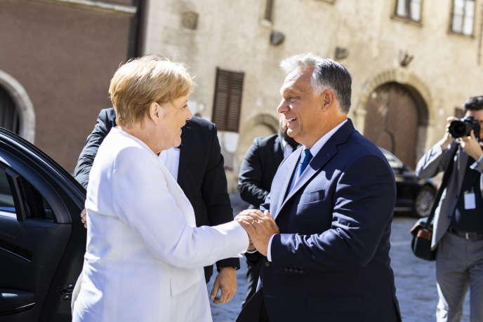 Orban et Merkel célèbrent ensemble la fin du rideau de fer sans insister sur leurs divergences