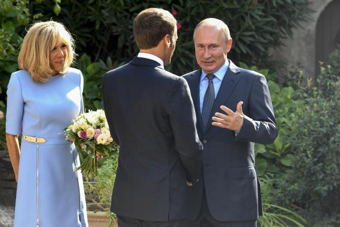 Emmanuel Macron et Brigitte Macron accueillent Vladimir Poutine, le 19 août au Fort de Brégançon.
