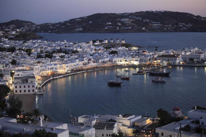 A Mikonos (photo) et à Tinos, au nord des Cyclades, où il faut compter entre 6 000 et 7000 euros par m² pour devenir propriétaire, avec des pointes au dessus de 10 000 euros.