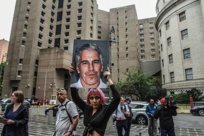 Manifestation contre Jeffrey Epstein, à New York, le 8 juillet.