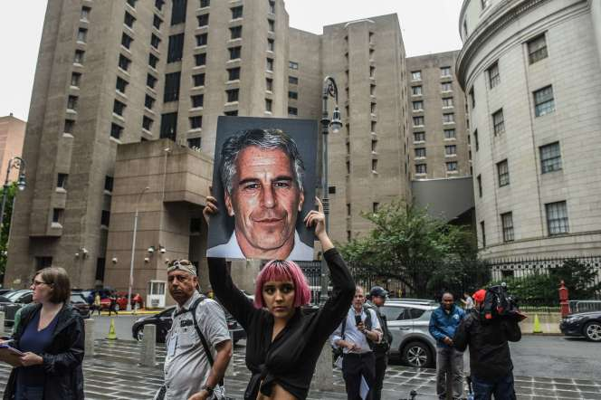 Manifestation contre Jeffrey Epstein, à New York, le 8 juillet.