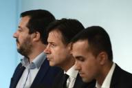 Matteo Salvini, Giuseppe Conte et Luigi Di Maio lors d'une conférence de presse à Rome, en octobre 2018.