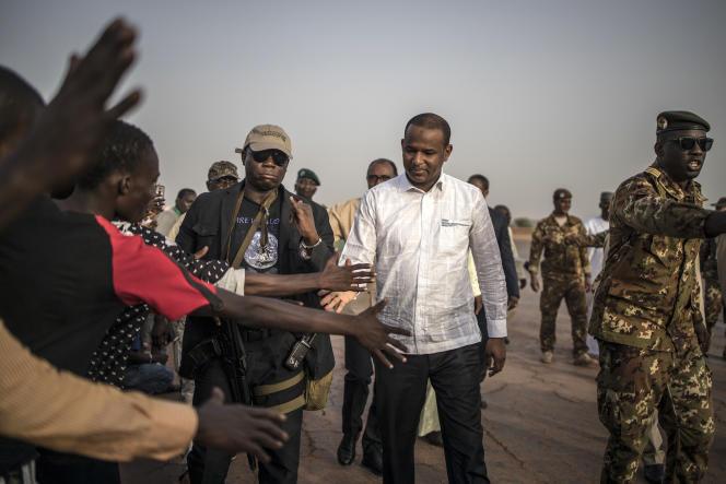 Le 3 juillet, le premier ministre malien Boubou Cissé s'est rendu dans le centre du paysafin de dialoguer avec les communautés et de favoriser le retour de la paix.