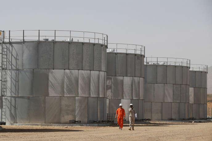Des réservoirs de pétrole sur le site de forrage de Tullow Oil à Lokichar, dans le comté de Turkana, au Kenya, en février 2018.