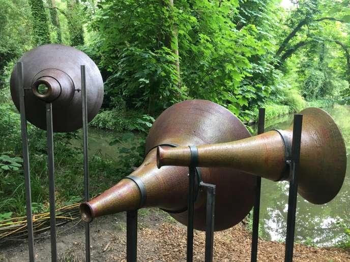« Hortillophones» (2019), de Raphaëlle Duquesnoy, drôles de «machines acoustiques» amplifiant les sons parcourant les hortillonnages.