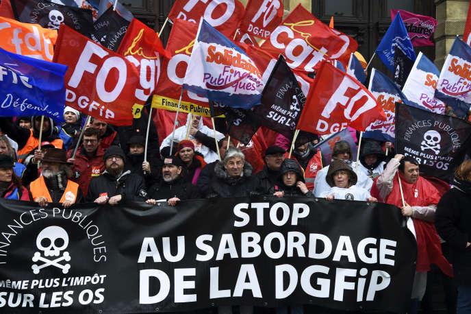 Manifestation d'agents des impôts le 14 mars à Tourcoing.