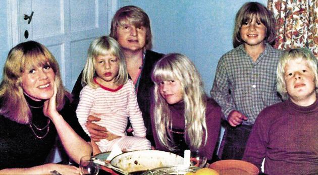 Les Johnson dans les années 1970. De gauche à droite: Charlotte, Jo, Stanley, Rachel, Leo et Boris.