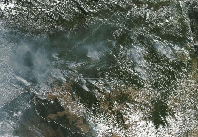 Photographie de la NASA des feux en Amazonie, prise le 21 août.