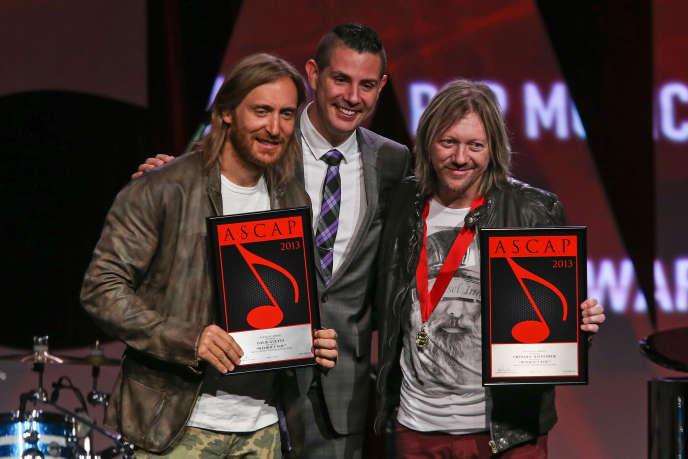 Fred Rister (à droite) reçoit en 2013 avec David Guetta (à gauche) le grand prix du répertoire Sacem à l'étranger.