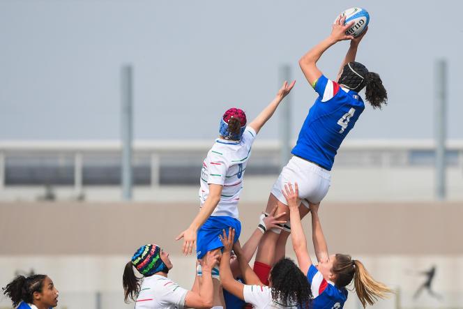 L'équipe féminine française joue contre l'Italie lors du Tournoi des six nations, au stade Plebiscito à Padoue, le 17 mars.