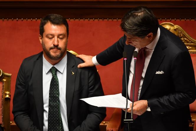 Matteo Salvini et Giuseppe Conte, alors encore président du conseil, au Sénat italien, le 20 août.