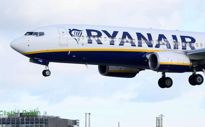 Un avion de la compagnie aérienne Ryanair atterrit à Dublin.