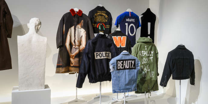 Dans la section« Dos marqué» de l'exposition« Back Side Dos à la mode» au Musée Bourdelle, à Paris.