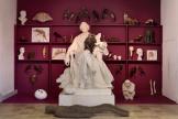 «Wunderkammer» (2019), de Gloria Friedmann, avec des objets personnels et des œuvres de l'artiste.