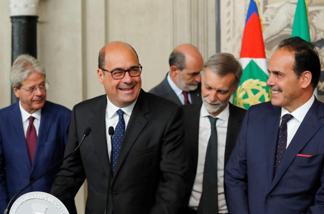 Nicola Zingaretti (deuxième en partant de la gauche), le chef de file du Parti démocrate italien, au palais du Quirinal, où l'équipe dirigeante du parti de centre-gauche s'est entretenue avec le président de la République, Sergio Mattarella, jeudi 20 août.