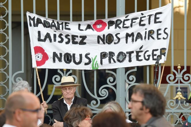 Entre 600 et 1000manifestants étaient devant la cour administrative de Rennes, le22août2019.