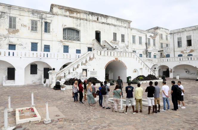 Visite du fort de Cape Coast, haut lieu de la traire négrière situé à 150 kilomètres au sud-ouest de la capitale ghanéenne Accra, le 28 juillet 2019.