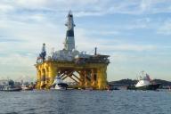 La plateforme pétrolière« Polar Pioneer» de Shell partant de Elliott Bay, à Seattle, le 15 juin 2015.