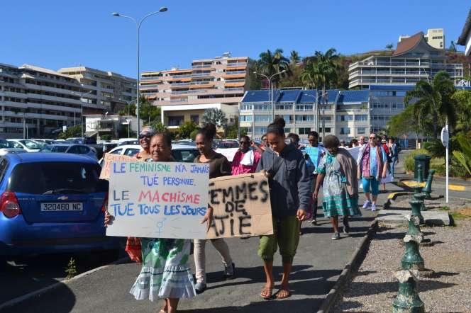 Devant le Congrès de Nouvelle-Calédonie, à Nouméa, le 22 août.